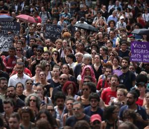 Una multitud despide a la concejala asesinada en Río de Janeiro