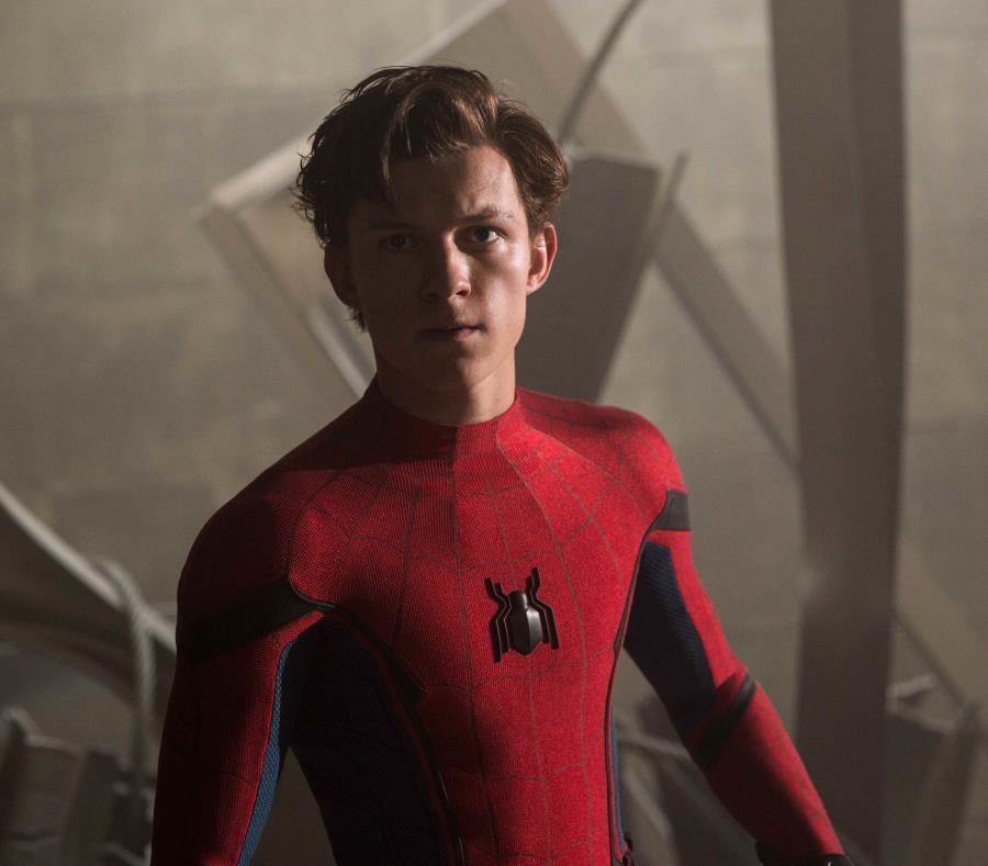 El actor Tom Holland interpreta al superhéroe Spiderman (semisquare-x3)