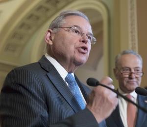 Menéndez pide extender moratoria en hipotecas FHA