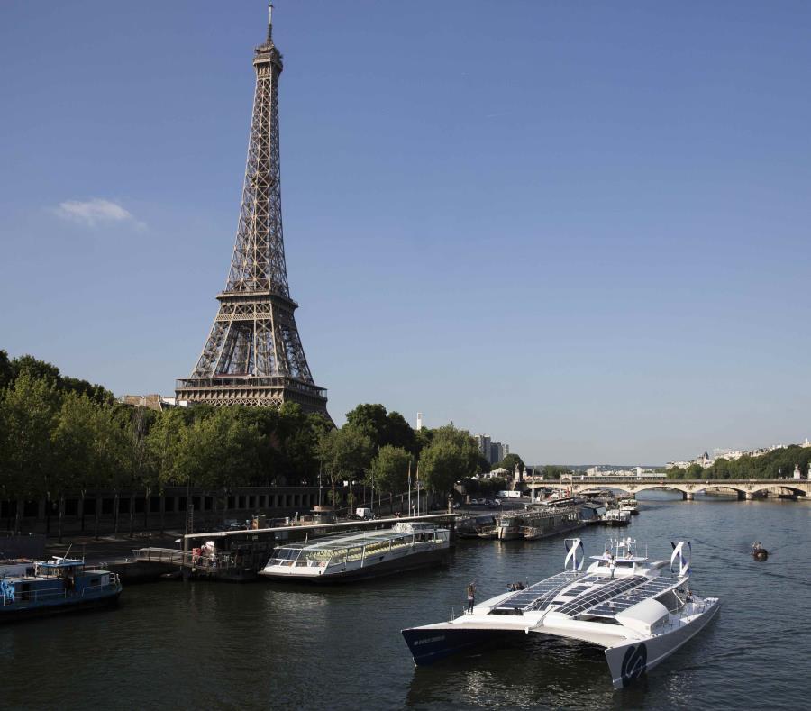 Un barco a hidrógeno zarpa de París para darle la vuelta al mundo (semisquare-x3)