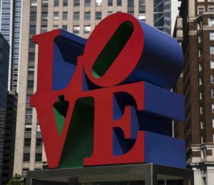 Muere Robert Indiana: creador de las populares esculturas LOVE