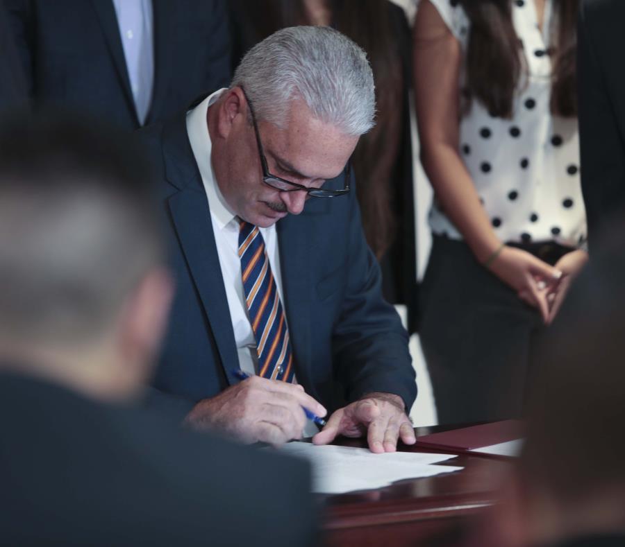 Presidente del Senado anuncia creación de una beca para universitarios (semisquare-x3)