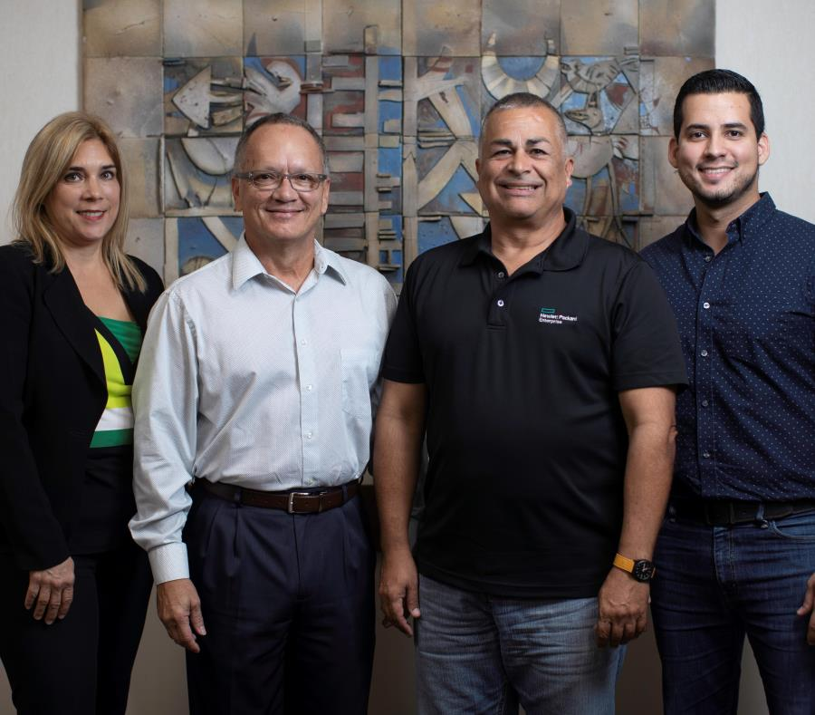 Desde la izquierda: Nilda Prieto, líder de Relaciones con la Comunidad; David Trabal, director de Recursos Humanos; Jesús Ramos, director de Operaciones y gerente general; y Andrés Acevedo, generalista de Recursos Humanos. (semisquare-x3)