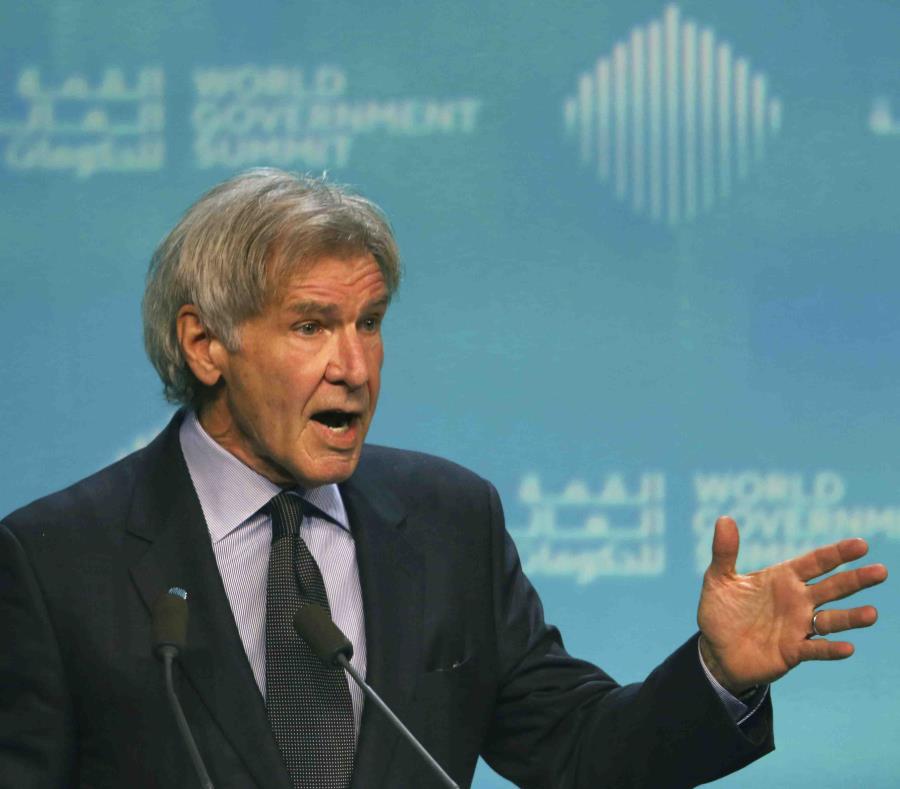Harrison Ford durante su discurso en la clausura de la Cumbre Mundial de Gobierno en Dubái. (AP / Jon Gambrell) (semisquare-x3)