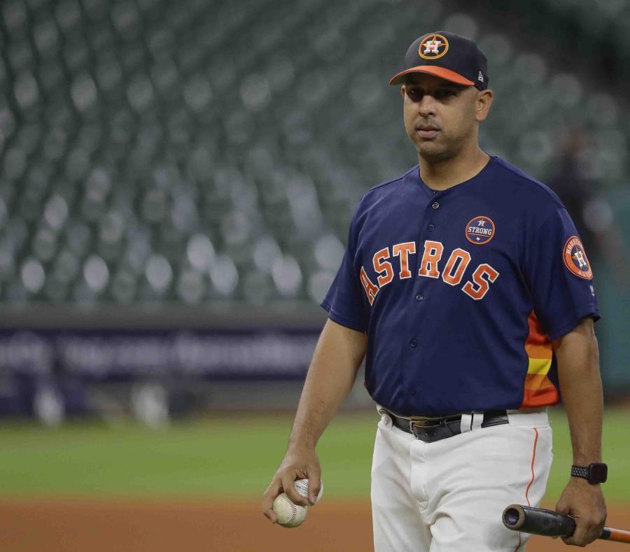 Astros admiten perdida del boricua Alex Cora, nuevo piloto de Medias Rojas