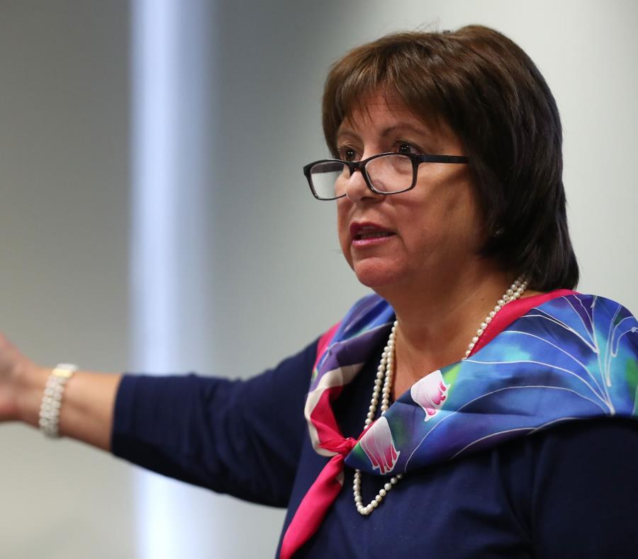 La directora ejecutiva de la Junta, Natalie Jaresko (semisquare-x3)