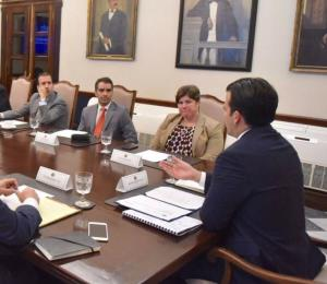 Rosselló se reúne con miembros de la Junta de Supervisión Fiscal