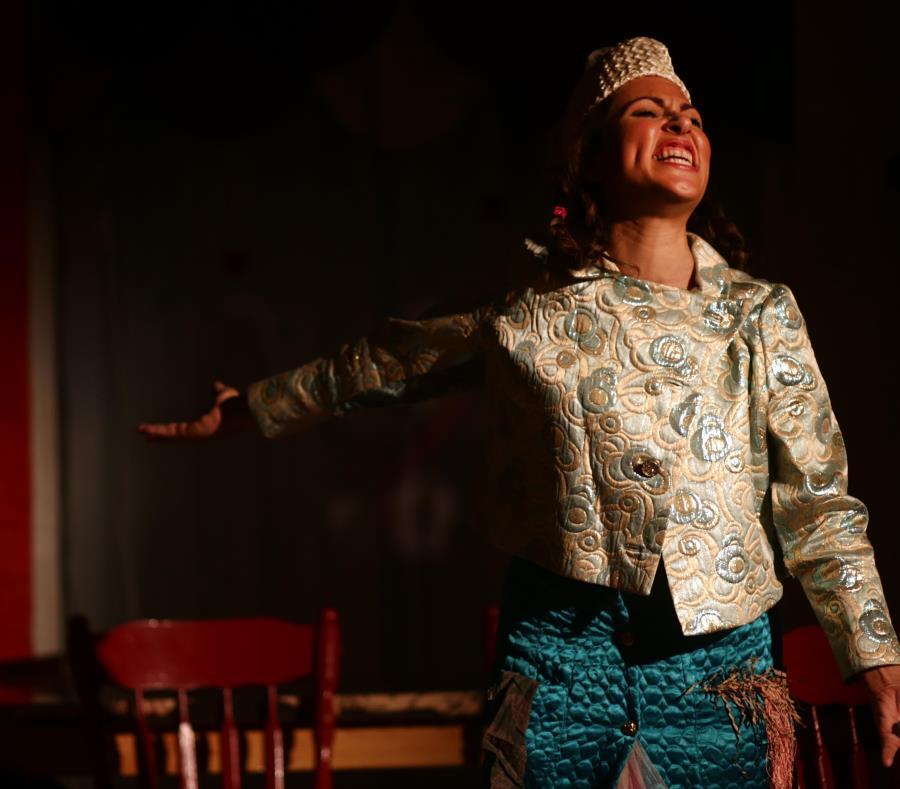 """Kisha Tikina Burgos en la puesta en escena de su pieza """"La memoria de los elefantes"""", en el 2013. (GFR Media) (semisquare-x3)"""