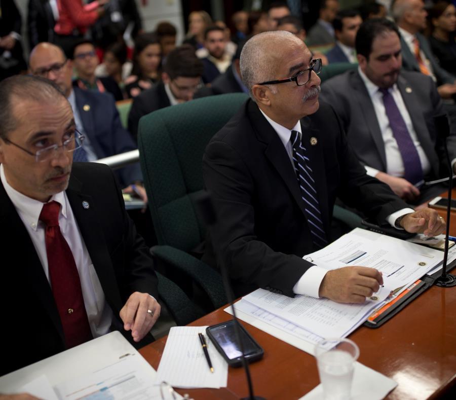 La Oficina de Gerencia y Presupuesto (OGP), bajo la dirección de José Marrero (izq.), hoy fuera de la jefatura, suscribió el acuerdo con Microsoft. (semisquare-x3)