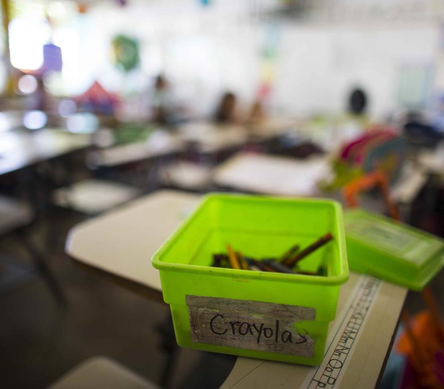 Los servicios de año escolar extendido se ofrecen como parte de la provisión de una educación pública, gratuita y apropiada que tiene como propósito mantener el nivel de funcionamiento del estudiante el cual perdería ante el periodo largo de receso de ver (semisquare-x3)