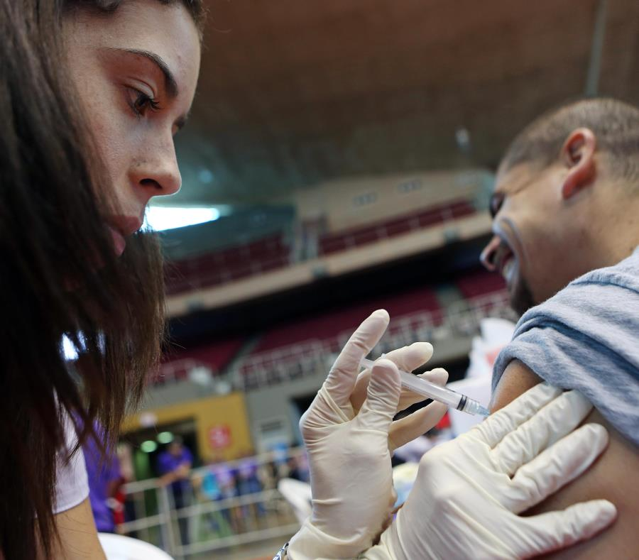 EL CDC informó que la vacuna contra la influenza de este año es un 47% efectiva para prevenir los contagios. (GFR Media) (semisquare-x3)