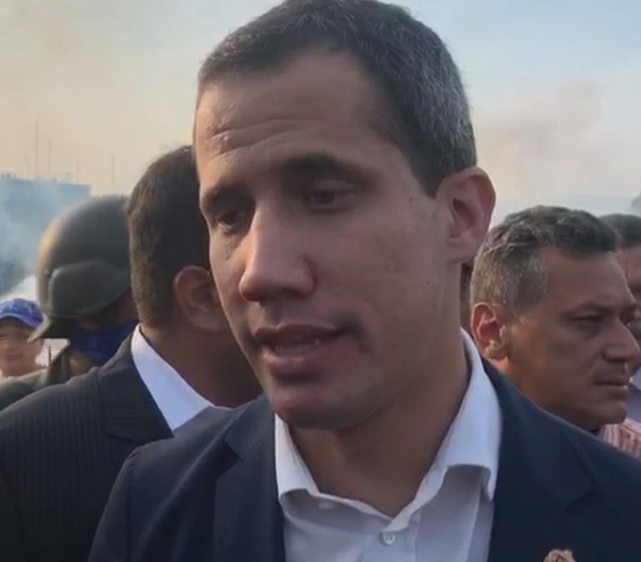Periodista chavista hace preguntas ofensivas y amenaza a Juan Guaidó