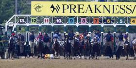John Velázquez sufre caída en el Preakness Stakes