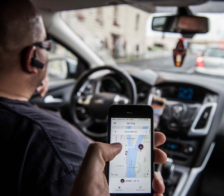 Solo personas mayores de 18 años pueden abrir una cuenta en la aplicación de Uber. (AP) (semisquare-x3)