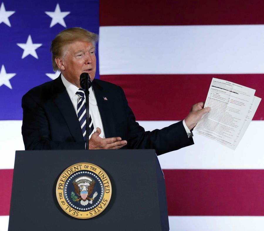 El presidente de los Estados Unidos, Donald Trump, habla durante un mitin realizado en Charlotte, Carolina del Norte. (AP) (semisquare-x3)