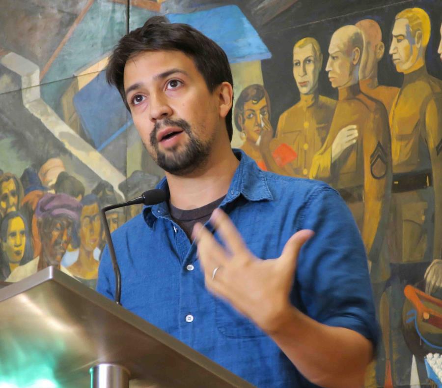 El dramaturgo y actor de origen puertorriqueño, Lin-Manuel Miranda, asiste a una rueda de prensa en San Juan. (EFE) (semisquare-x3)