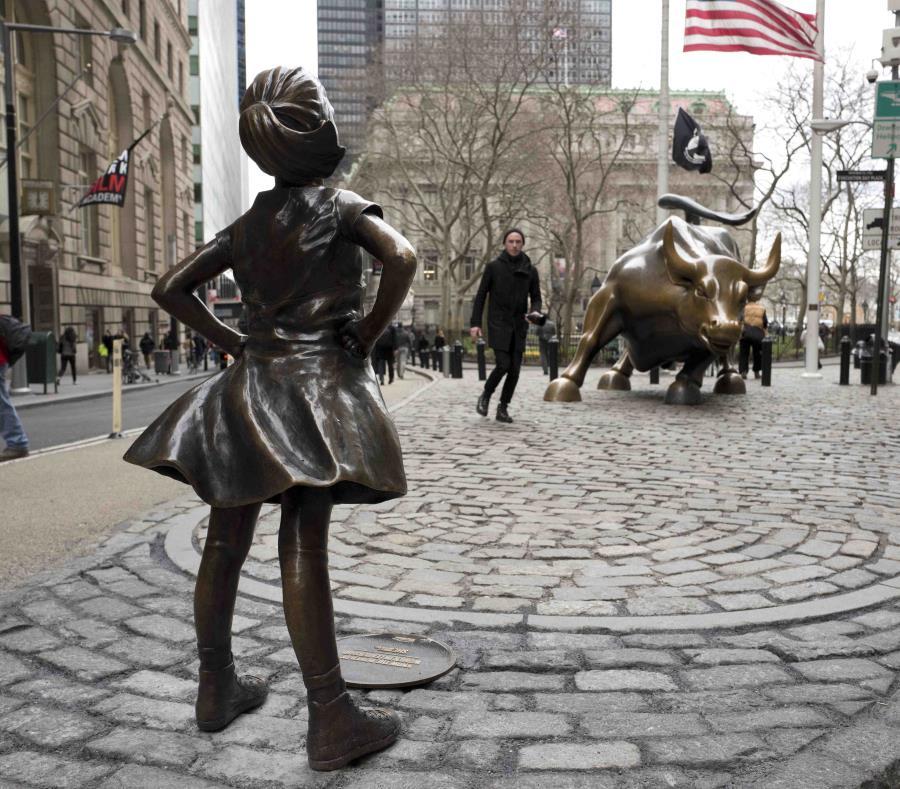 Estatua de niña en Wall Street (semisquare-x3)