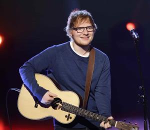 Ed Sheeran compromete a su novia