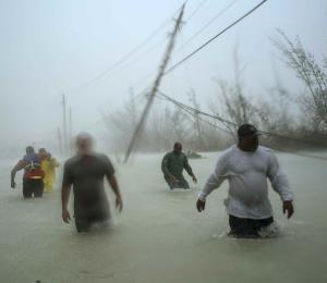 El giro del huracán Lorenzo