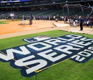 Major League Baseball tiene en el horno dos banquetes