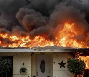 El fuego devastador en California