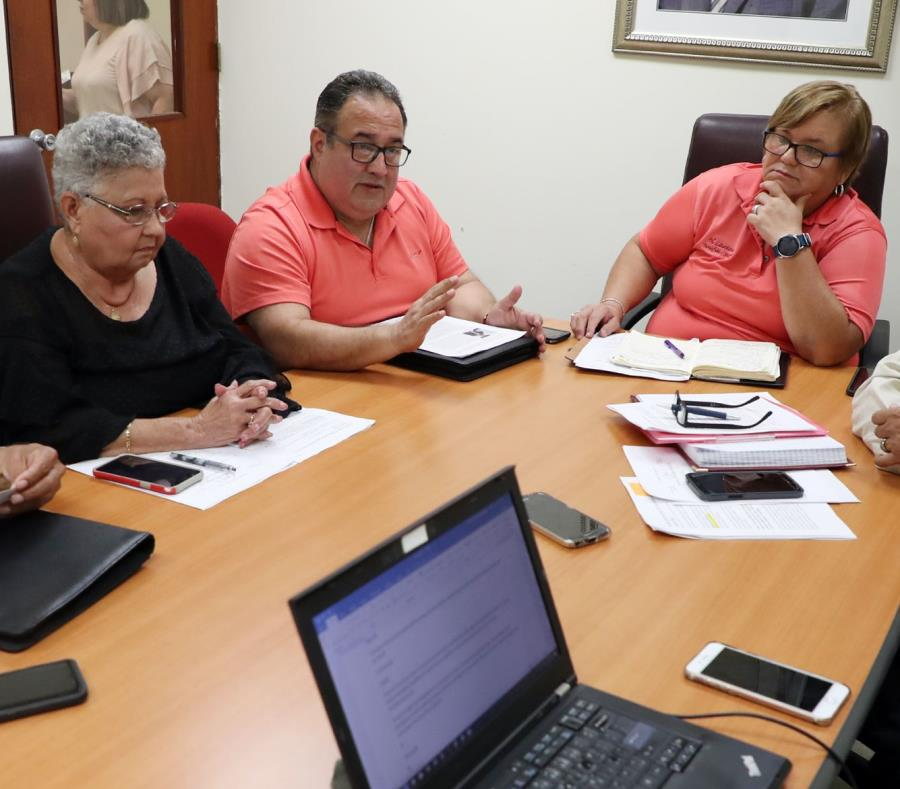 In the picture are Félix Báez, Genoveva Ríos Quintero, Manuel Vélez, Nilda Laureano, and José Marín Martínez. (semisquare-x3)