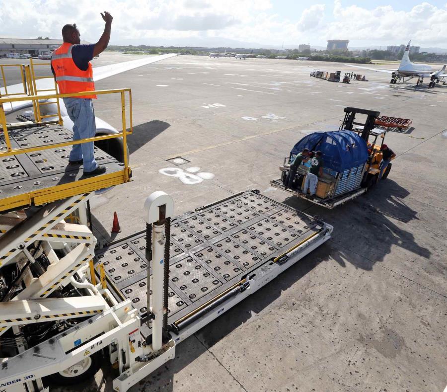 Cubano llega a Miami escondido en área de equipaje de un avión