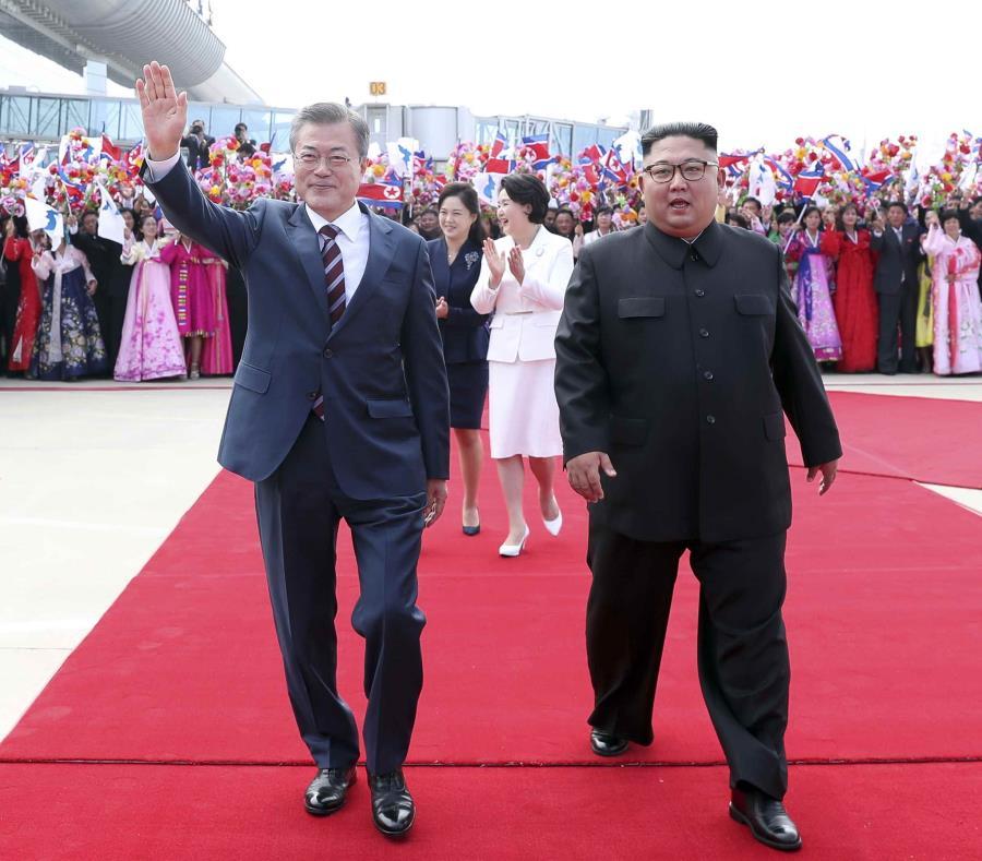 Kim Jong-un (semisquare-x3)