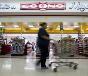 Econo cierra tienda en Rincón de manera temporera