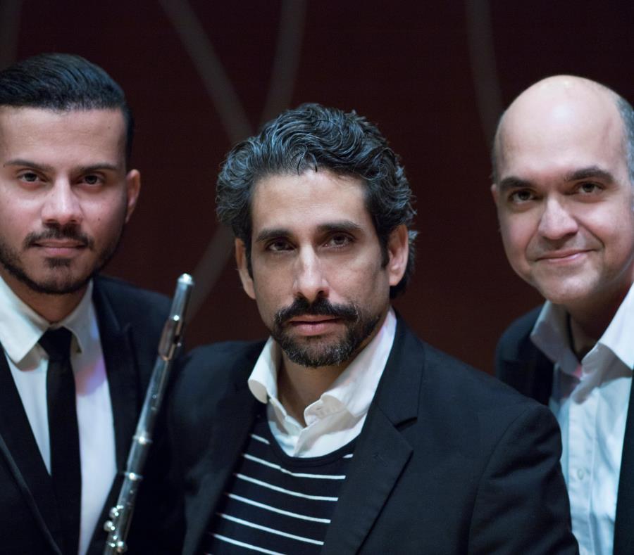 El flautista Jonathan Figueroa, el actor y declamador Ernesto Concepción y el guitarrista Alberto Rodríguez Ortiz han armado esta propuesta artística. (SUministrada) (semisquare-x3)