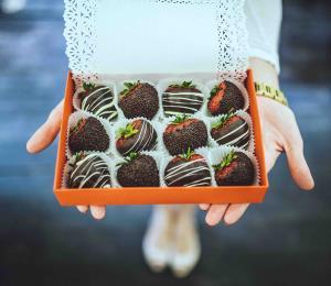 Cómo preparar fresas con chocolate para San Valentín