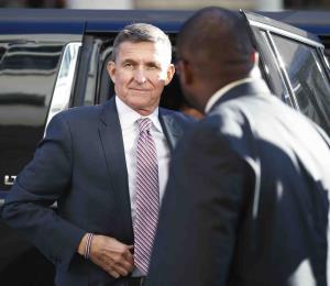 Juez retrasa la sentencia contra el exasesor de seguridad nacional de Trump