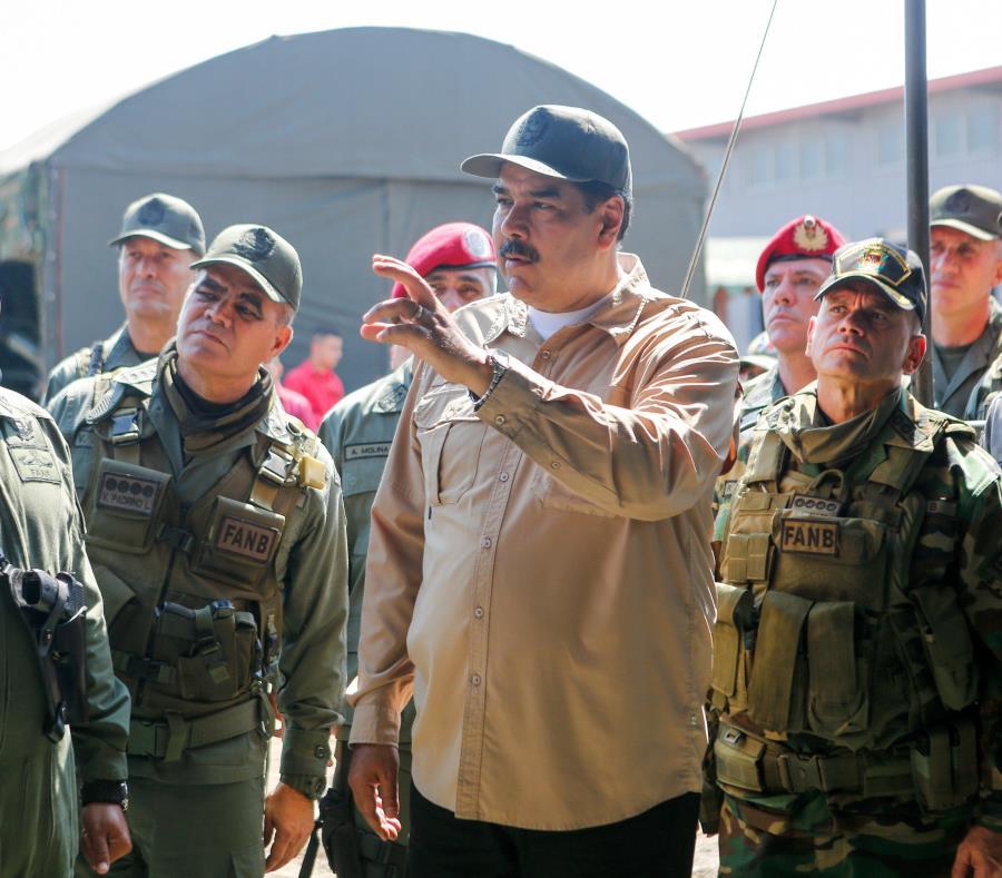 Nicolás Maduro expulsó a 55 militares acusados de estar implicados en el fallido alzamiento militar de la semana pasada (semisquare-x3)