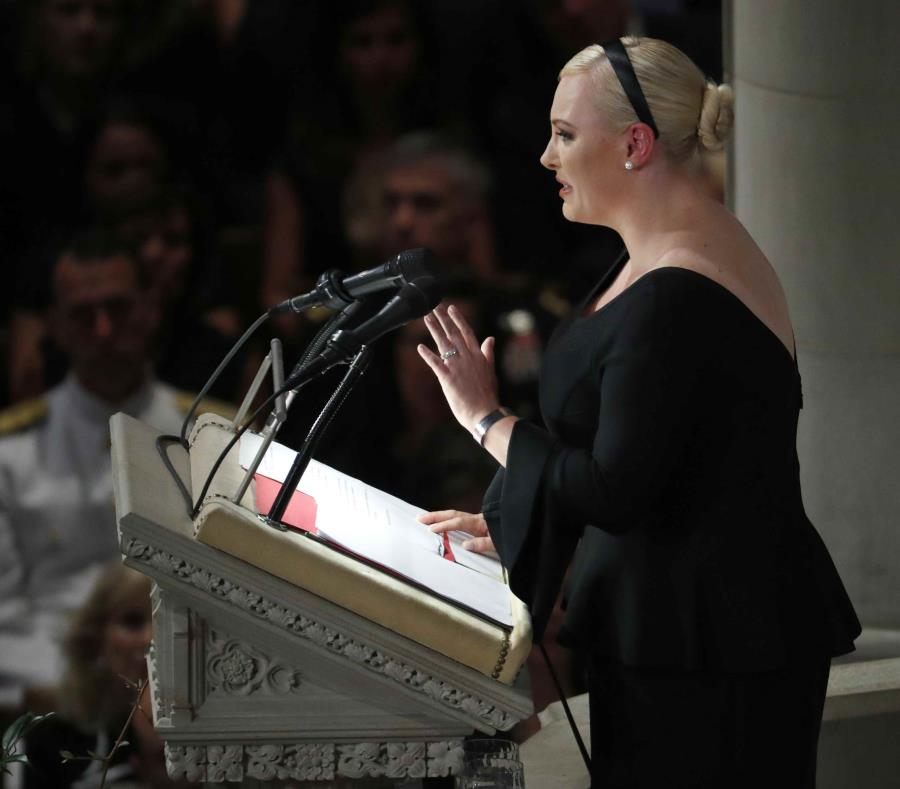 Meghan McCain habla durante un servicio religioso en memoria de su padre, el senador John McCain. (semisquare-x3)