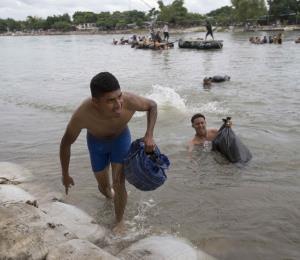 ¿Quién es el hombre que trajo a los migrantes de Honduras a México?