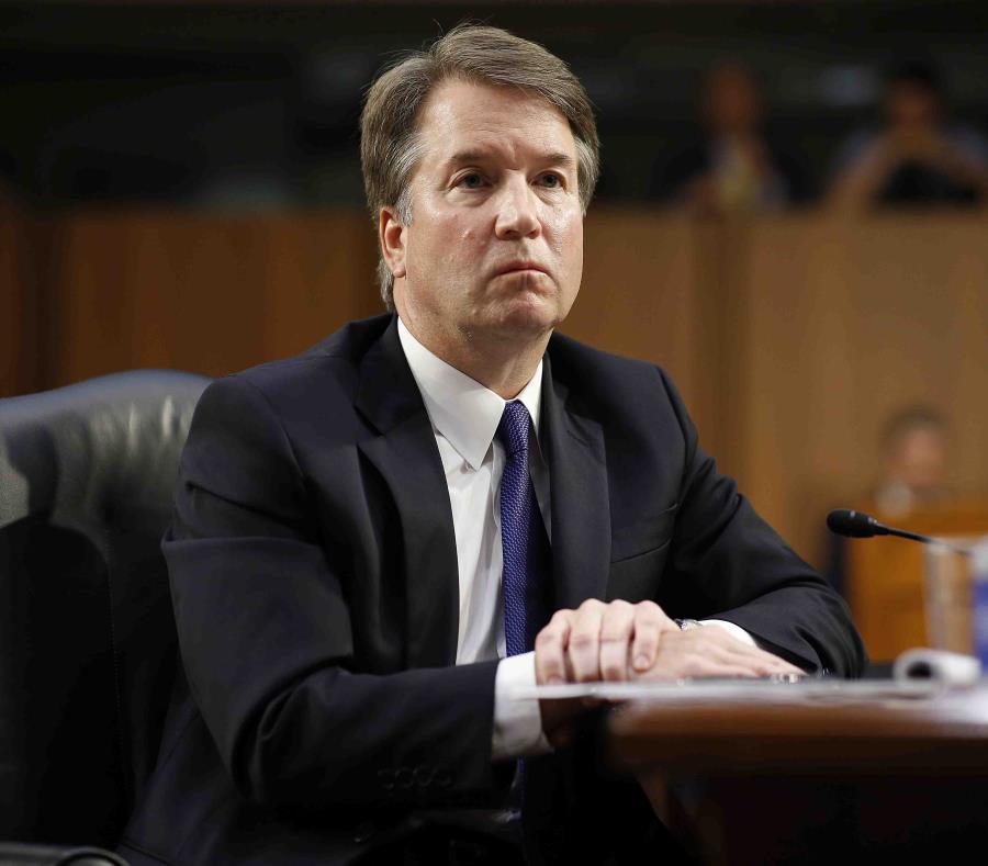 El juez Brett Kavanaugh escucha a los senadores durante su audiencia de confirmación como nominado a la Corte Suprema de Justicia. (EFE) (semisquare-x3)