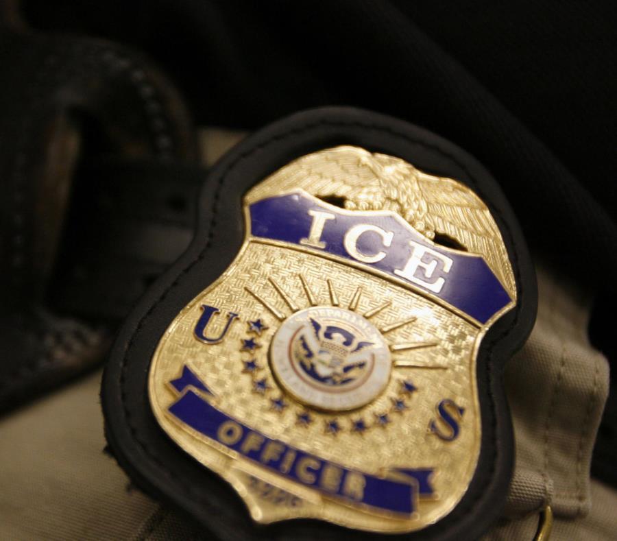 Las personas  fueron interrogadas en sus instalaciones por agentes de inmigración y luego deportados. (AP) (semisquare-x3)