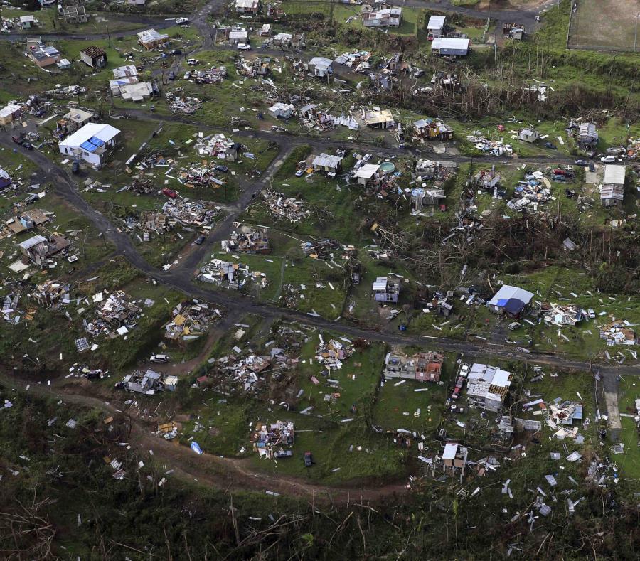 Esta imagen tomada el 28 de septiembre de 2017 muestra la devastación que el huracán María causó a viviendas, otros inmuebles y estructuras en la localidad de Toa Alta, en Puerto Rico. (semisquare-x3)