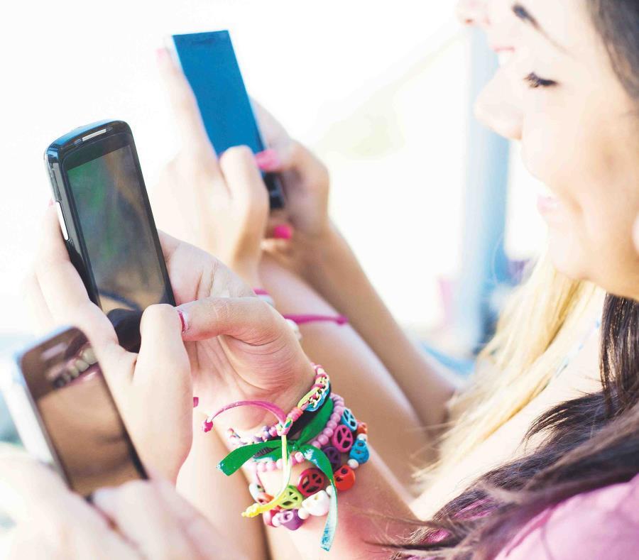 El frecuente uso del teléfono móvil permite la creación de una base de metadatos que muy bien pueden describir tu rutina diaria. (semisquare-x3)