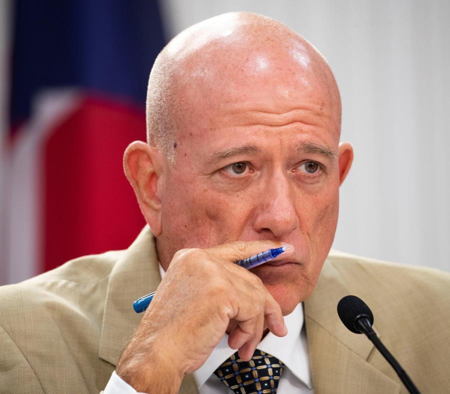 El senador Larry Seilhamer presidió la vista pública de ayer (semisquare-x3)