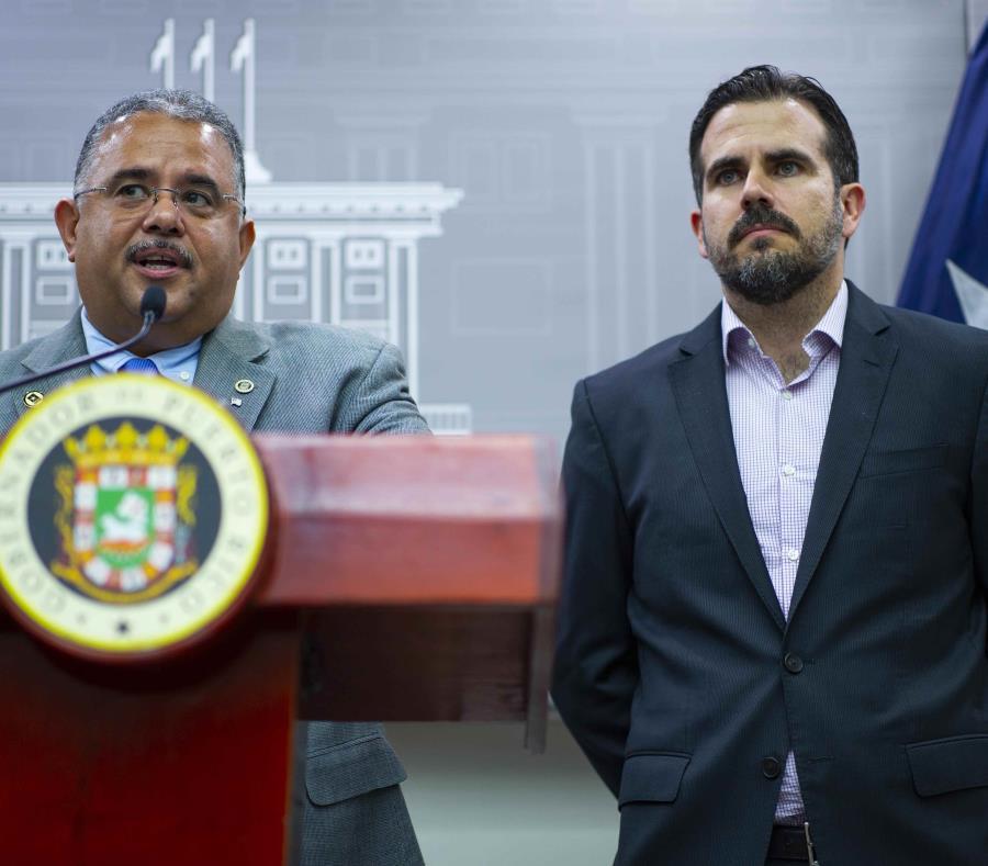 El secretario de Salud, Rafael Rodríguez Mercado, junto al gobernador Ricardo Rosselló. (GFR Media) (semisquare-x3)