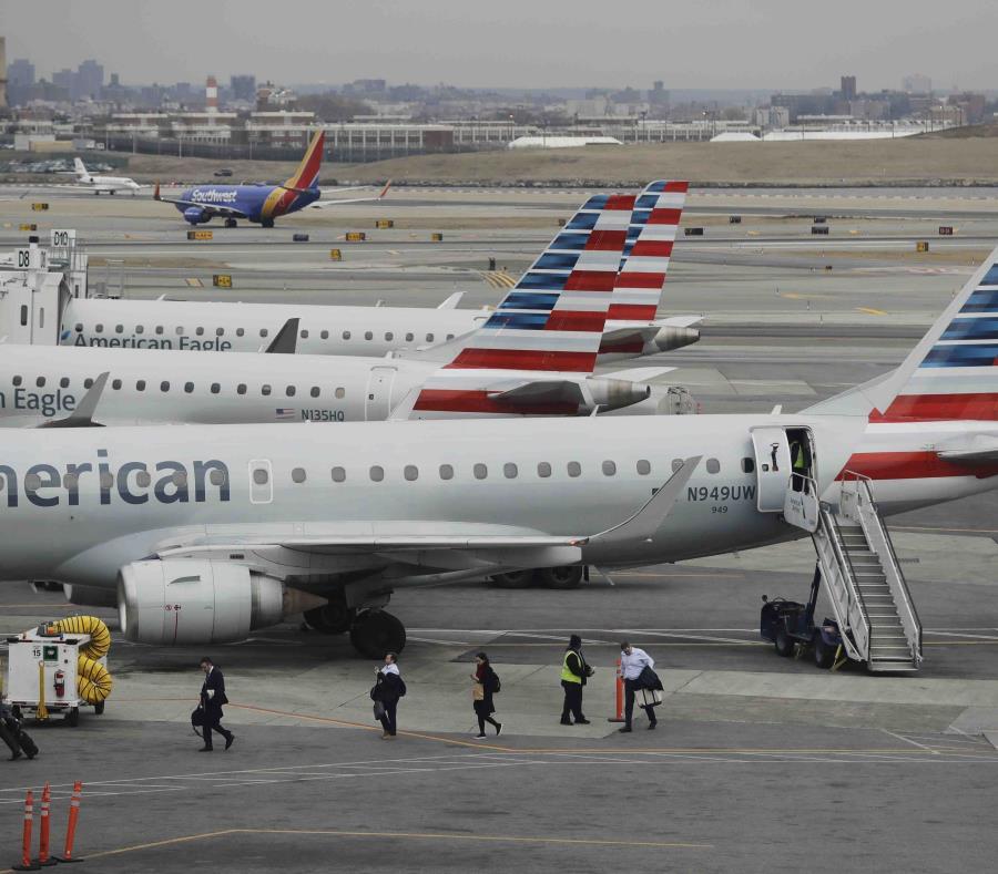 La medida se produce mientras la compañía espera información de las autoridades y de Boeing. (AP/Frank Franklin II) (semisquare-x3)