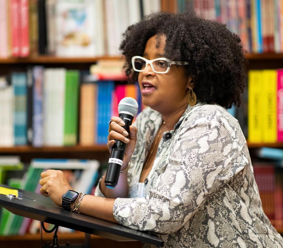 Olga Chapman Rivera, coordinadora general del Congreso de Afrodescendencia de Puerto Rico, enfatizó en la importancia de hacer presente en el currículo educativo del país, la aportación de los afrodescendientes. (semisquare-x3)