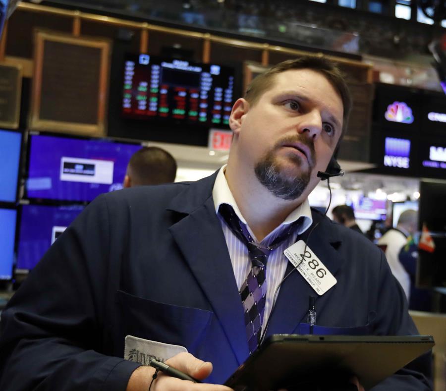 Fuerte caída en Wall Street impulsada por el Covid-19