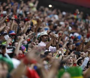 La FIFA impone multas a México y Serbia por la actitud de sus fanáticos