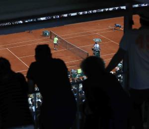 Roland Garros contempla jugar sin público y más tarde