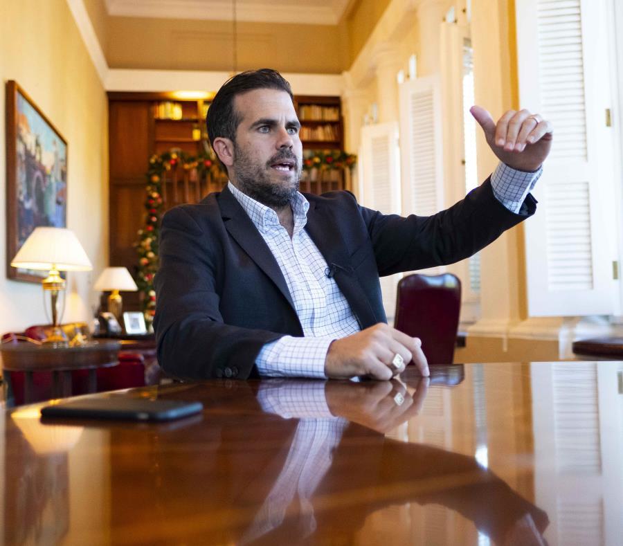 El gobernador Ricardo Rosselló Nevares resaltó que el ajuste de la deuda del BGF redunda en ahorros de $55 millones para los municipios (semisquare-x3)