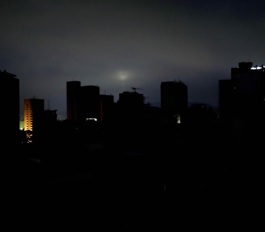 El pasado 7 de marzo inició en Venezuela una secuencia de apagones que paralizaron al país durante al menos 11 días. (AP/Natacha Pisarenko) (semisquare-x3)