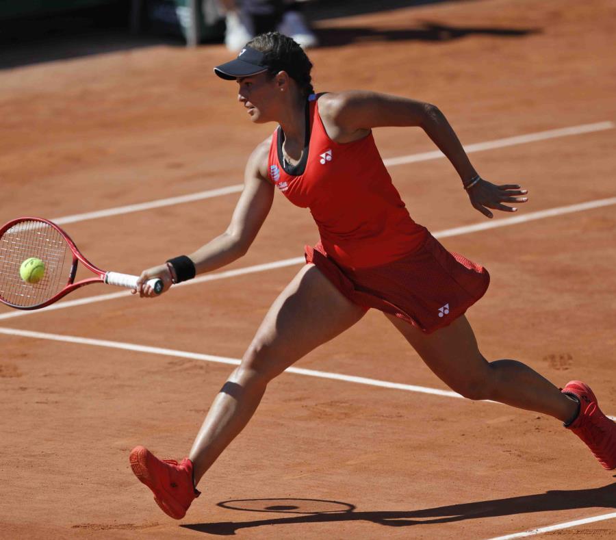 Mónica Puig juega contra Iga Swiatek en la tercera ronda del Roland Garros. (AP/Pavel Golovkin) (semisquare-x3)