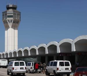 Detienen a un inmigrante dominicano ilegal en el aeropuerto de San Juan
